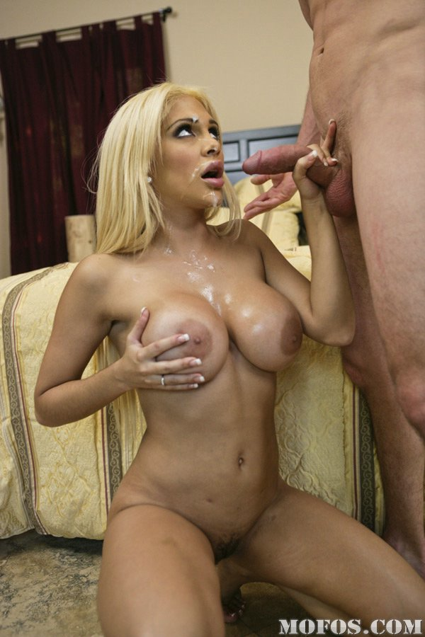 She is a true champion when it comes to sloppy deepthroat - 1 part 7